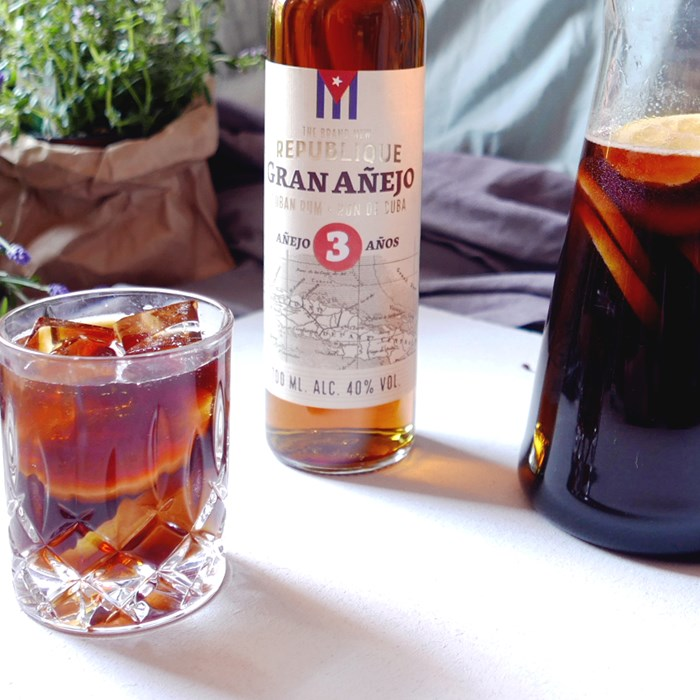 Cold brew bål med The Brand New Republique Gran Anejo och tonic