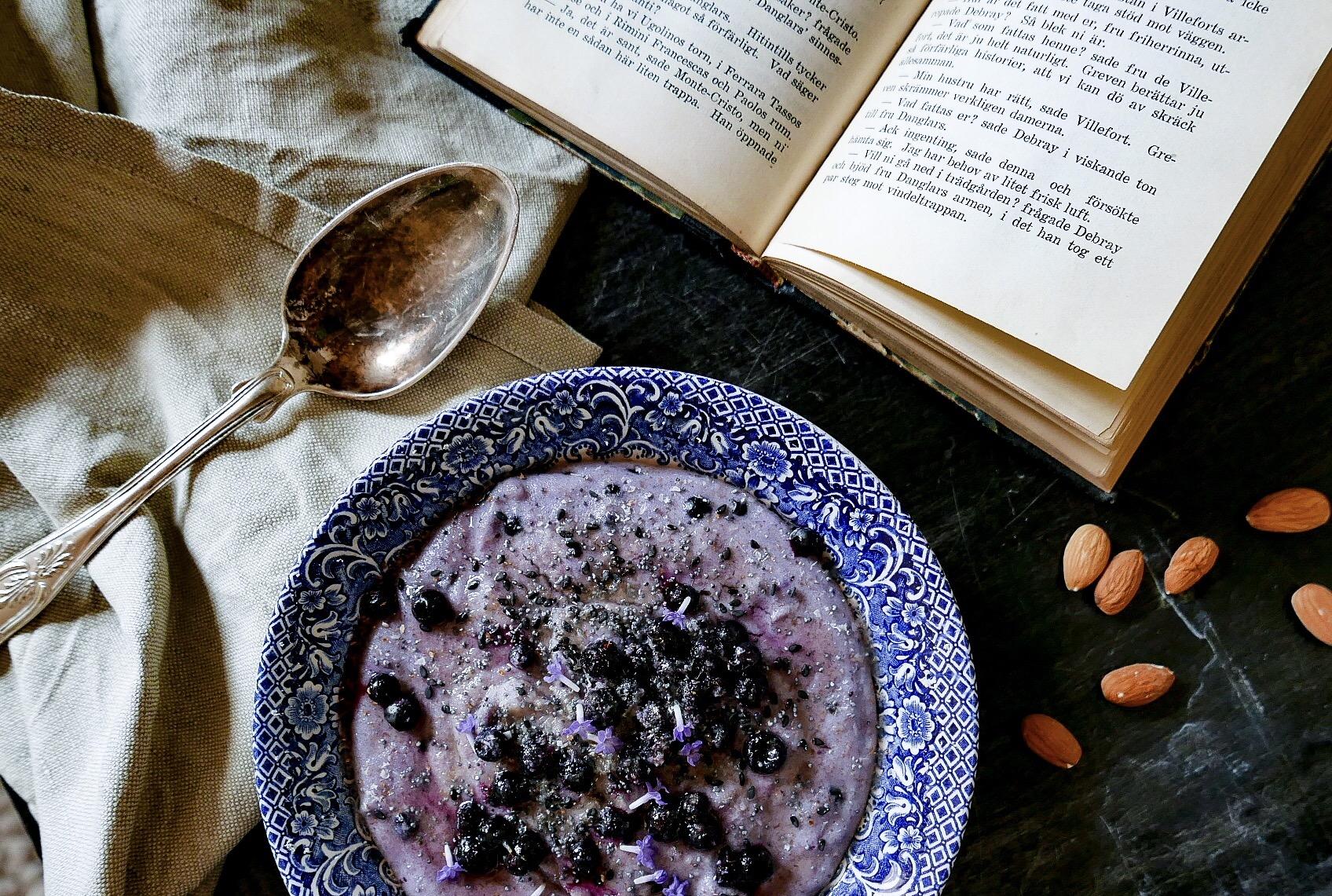 mannagrynsgröt med blåbär